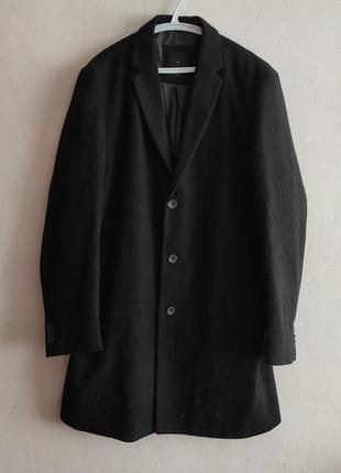 Однобортное чёрное пальто