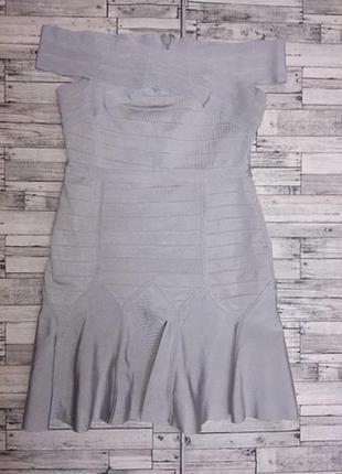 Серое бандажное платье с воланами