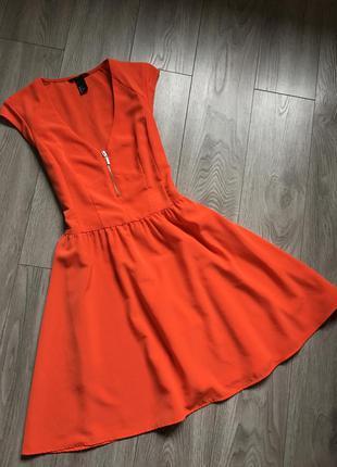 Яркое платье с плотного шифона