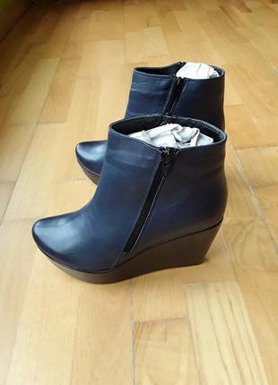 Демисезонные ботинки. новые.