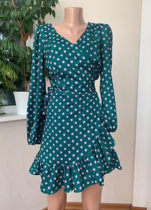Зелёное платье на запах со звёздами