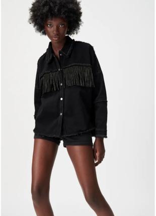 Джинсовая куртка с бахромой зара zara черная