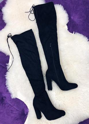 Стильные черные ботфорты на удобном каблуке в наличии
