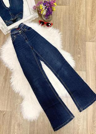 Стильные джинсы-клёш 🥰