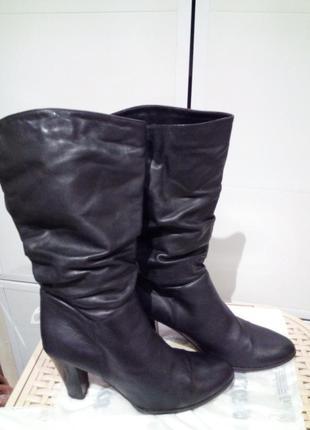 Черные  кожаные итальянские сапоги на каблучке
