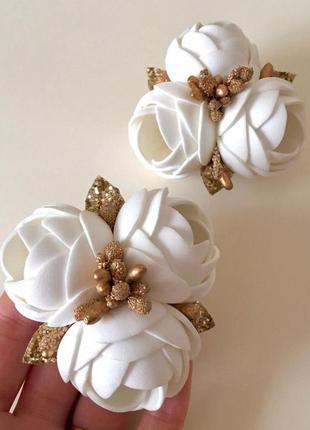Белые розы резинки, резинка цветок