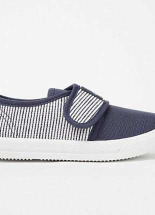 Тапочки туфлі