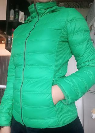 Демисезонная куртка с капюшоном от  benetton