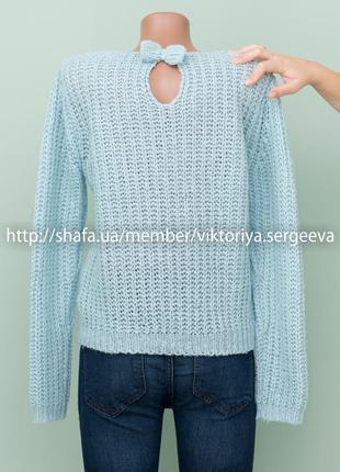 Огромный выбор свитеров! милый нежно-голубой свитер с бантиком на затылке