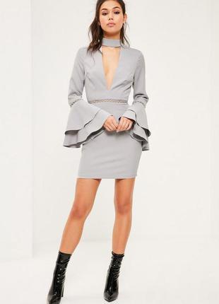 Платье с чокером и воланами missguided