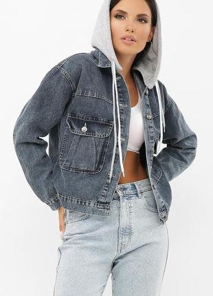 Серая джинсовка с трикотажным капюшоном