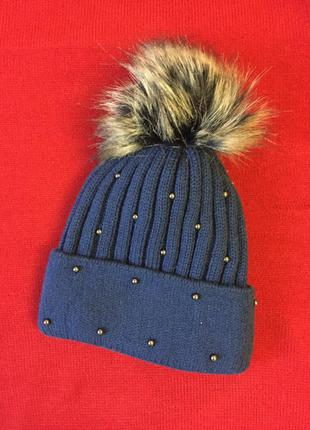 Стильная вязаная теплая зимняя шапка с помпоном и бусинками