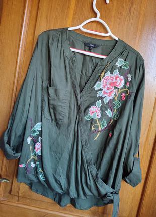 Красивая рубашка на запах с вышивкой