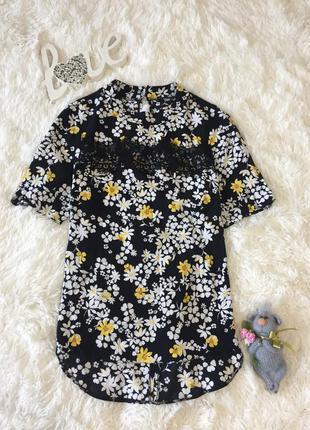 Яркая нарядная блуза блузка с цветочным принтом и красивым гипюром f&f размер s