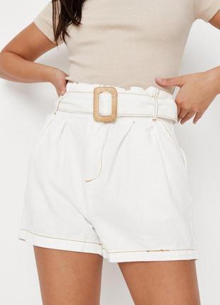 Стильные джинсовые шорты с поясом