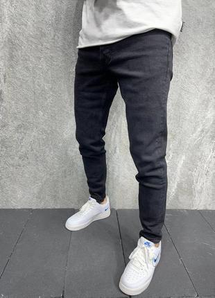 Чорні заявужені джинси