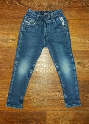 Продам джинсы теплые  f&d kids для мальчика 4- 5 лет