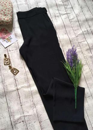 Черные брюки из струящейся ткани