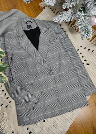 Двубортный пиджак в клетку прямого кроя