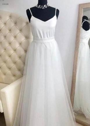 Лаконичное белое свадебное платье