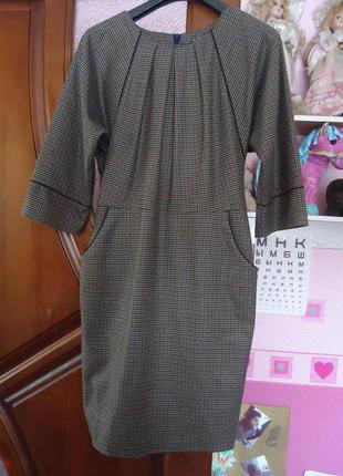 Красивое добротное платье в клеточку на подкладке ,в составе шерсть