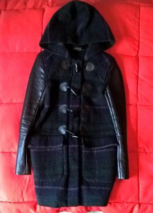 Клетчатое пальто с кожаными рукавами zara