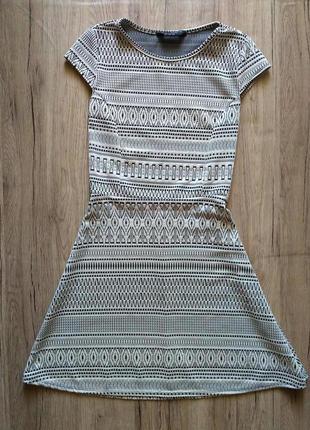 Платье от пояса трапецией