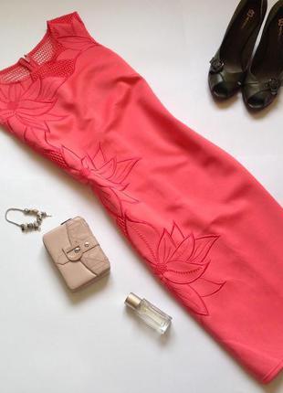 Платье - футляр с аппликацией michelle keegon loves lipsy