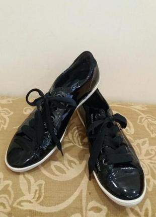Кожаные фирменные кроссовки