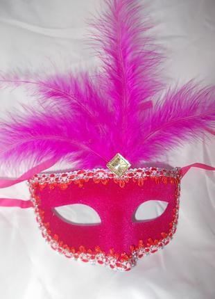 Маска карнавальная бархатистая с перьями - новая