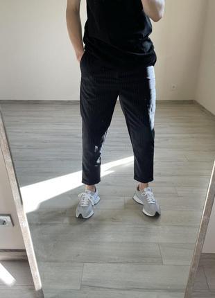 Зауженные брюки zara классические брюки в полоску zara синие брюки укорочённые брюки