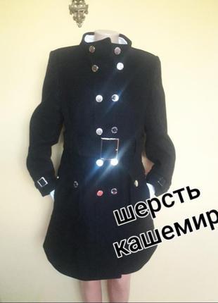 Красивое брендовое пальто,