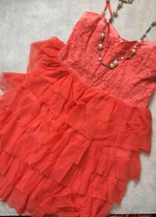 Платье в рюши персиковое с ажурным верхом