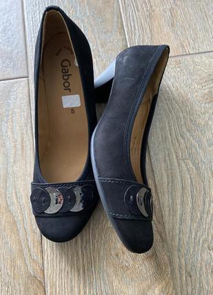 Туфлі жіночи