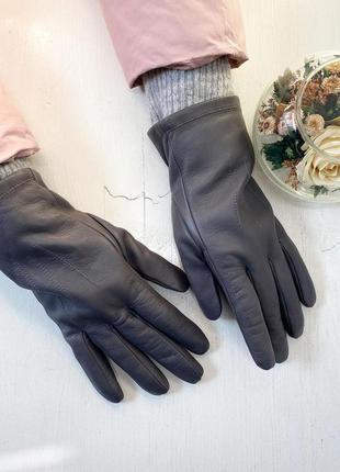 Серые кожаные перчатки на флисе