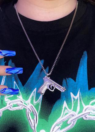 Кулончик с пистолетом