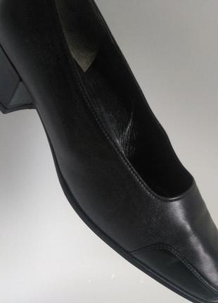 Натуральная кожа/австрия/размер 38.5/каблук до 5 см