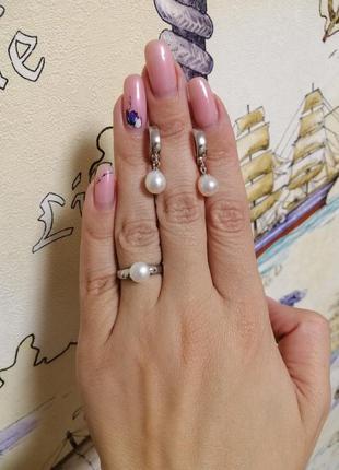 Срібний набір з вставками перл.