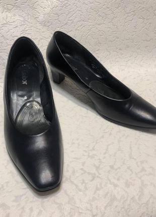 Классические женские кожаные туфли лодочки на маленьком каблуке