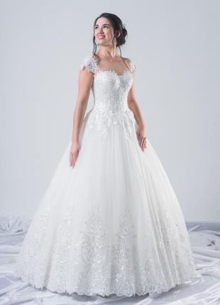 Пышное свадебное платье с коротким рукавом naive