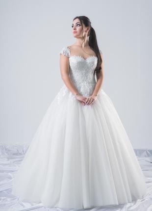 Пышное свадебное платье dream с коротким рукавом.