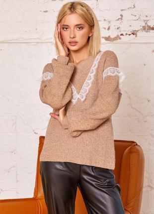 Бежевый шерстяной пуловер с кружевом