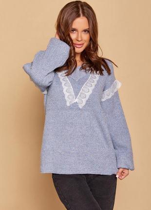 Голубой шерстяной пуловер с кружевом