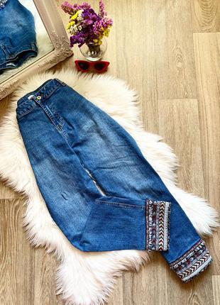 Стильные джинсы с вышивкой 🥰
