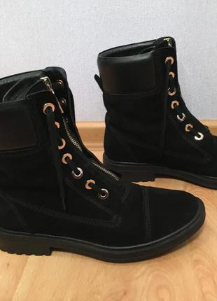 Класснейшие замшевые ботинки carlo pazolini