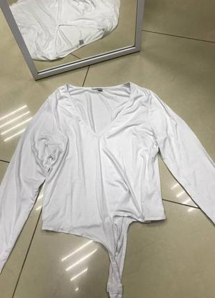 Срочно разпродую все!🆘  новый белый трикотажный боди с вырезом и рукавами