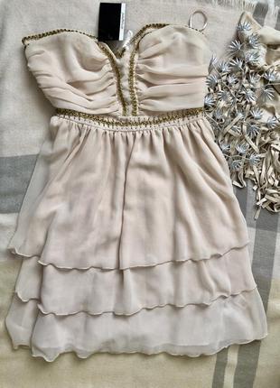 Пудрово-молочна святкова сукня