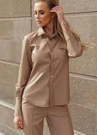 Сатиновая рубашка с накладными карманами