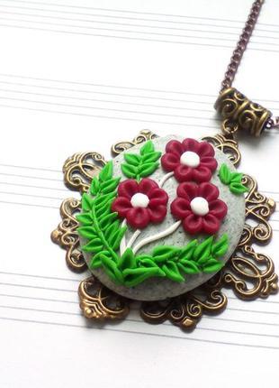 Винтажный кулон на цепочке с цветами