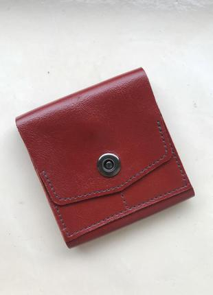 Женский кожаный кошелёк красного цвета
